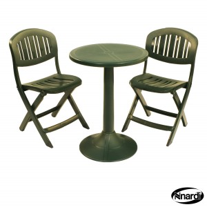 Green Tucano table the folding Capri chairs