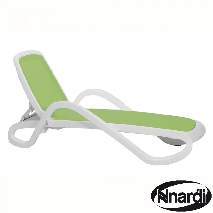 Alfa lounger in white resin with Line Green Textilene
