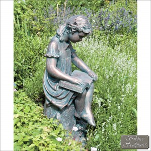 Daphne reading girl statue