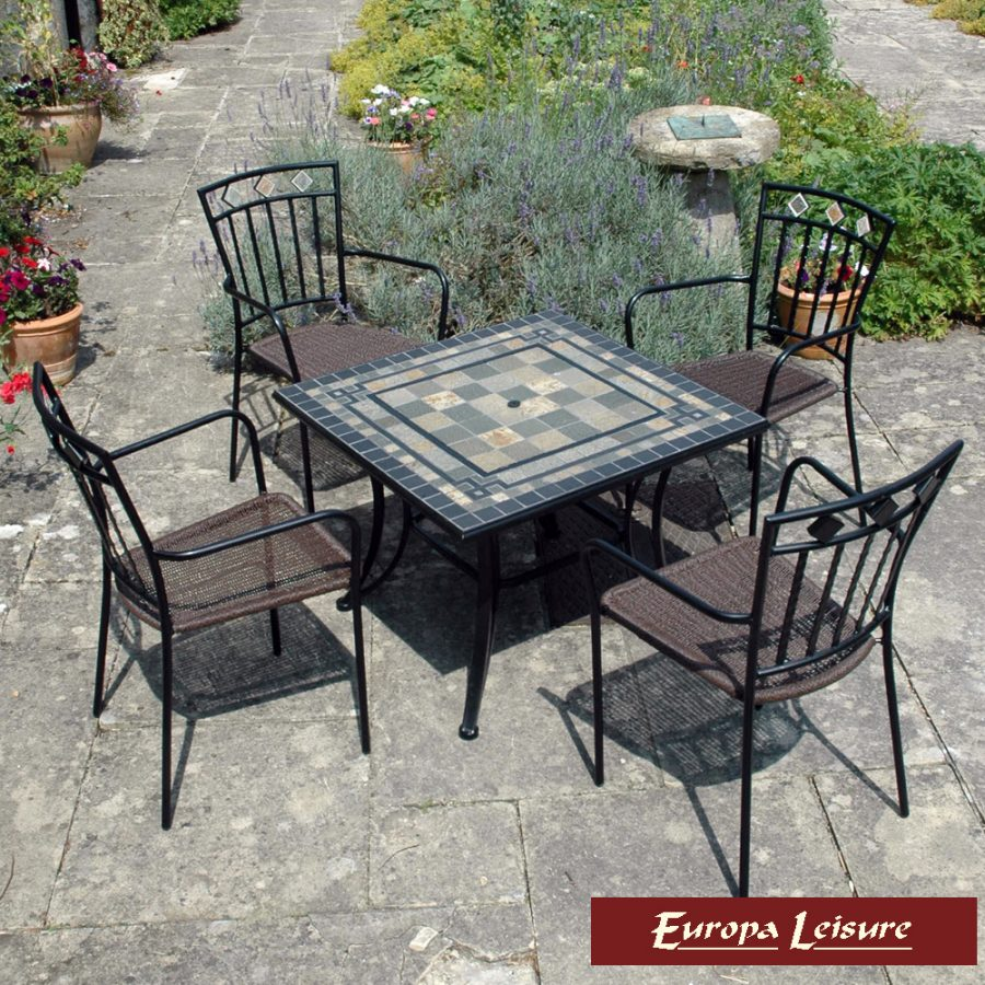 Miranda Firepit table with 4 Murcia chairs (table lid in place)