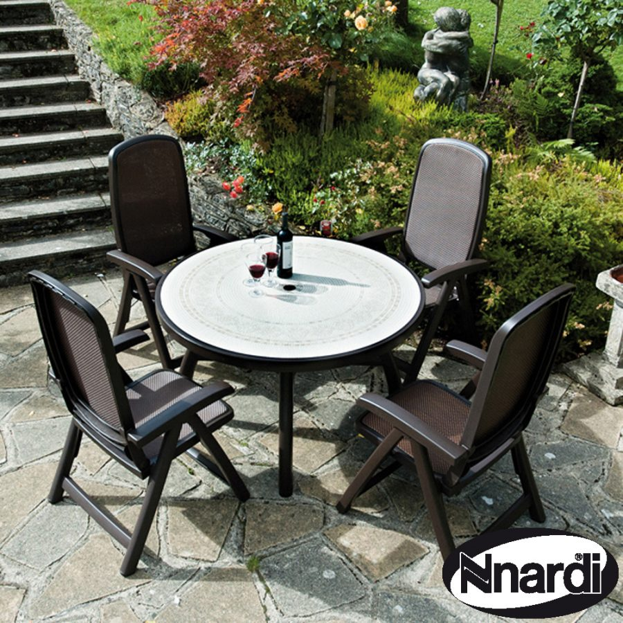 Colosseo 120 table with 4 Delta reclining chairs in Coffee / Brown