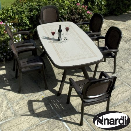 Toscanna 165 table with 6 Beta chairs in Coffee