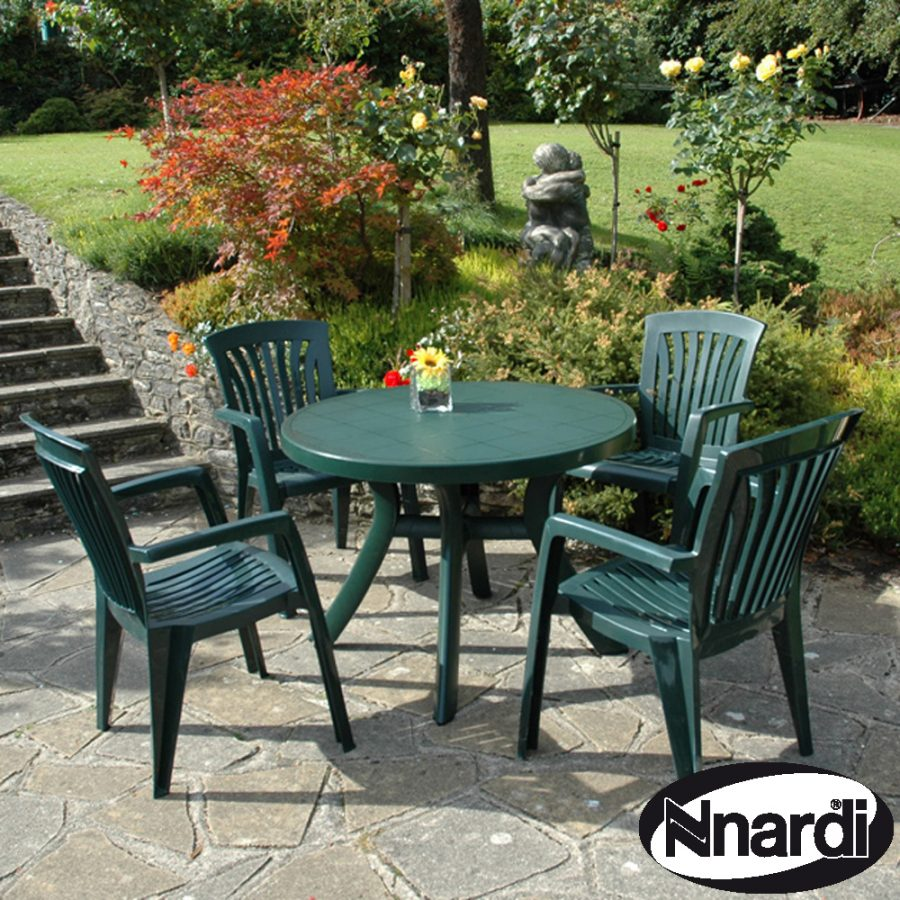 Toscana 100 table with 4 Diana chairs in green