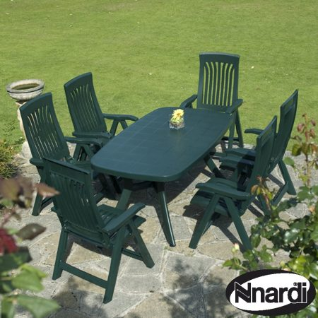 Toscana 165 plain green with Flora chairs