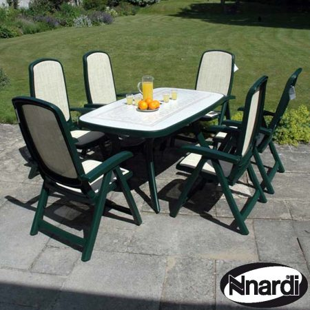 Toscana 165 table with 6 Delta reclining chairs in Green