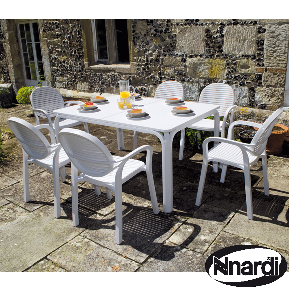 Lauro table with Gardenia chairs in white