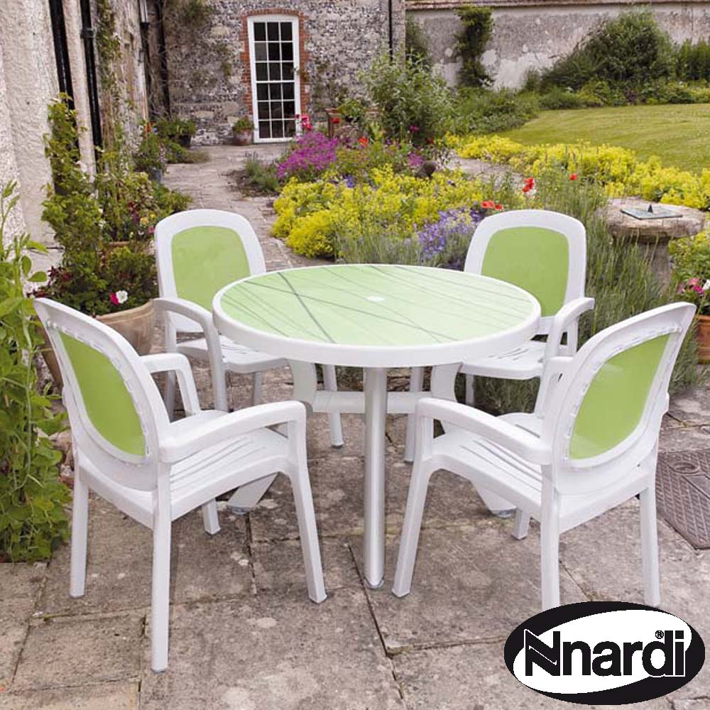 Toscana 100 table with 4 Beta chairs in white & Lime