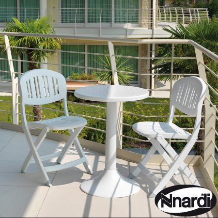 Tucano table with Capri folding chair