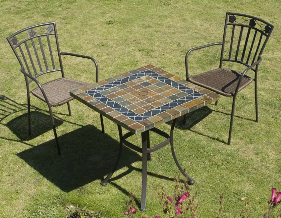 Dorado natural stone table with 2 Pineda chairs