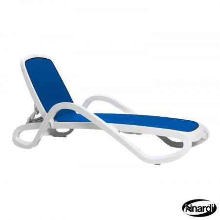 Alfa lounger in White & Blue