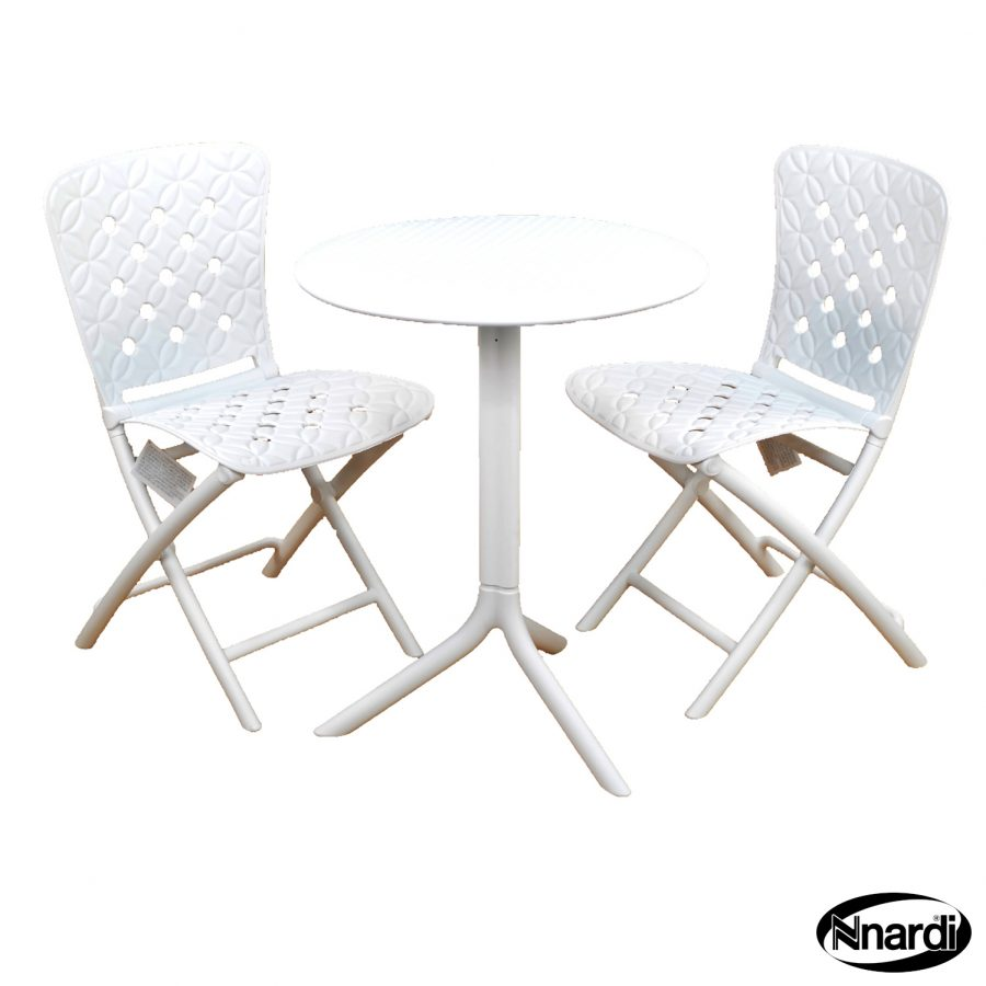 Step table with Zic Zac chairs in White