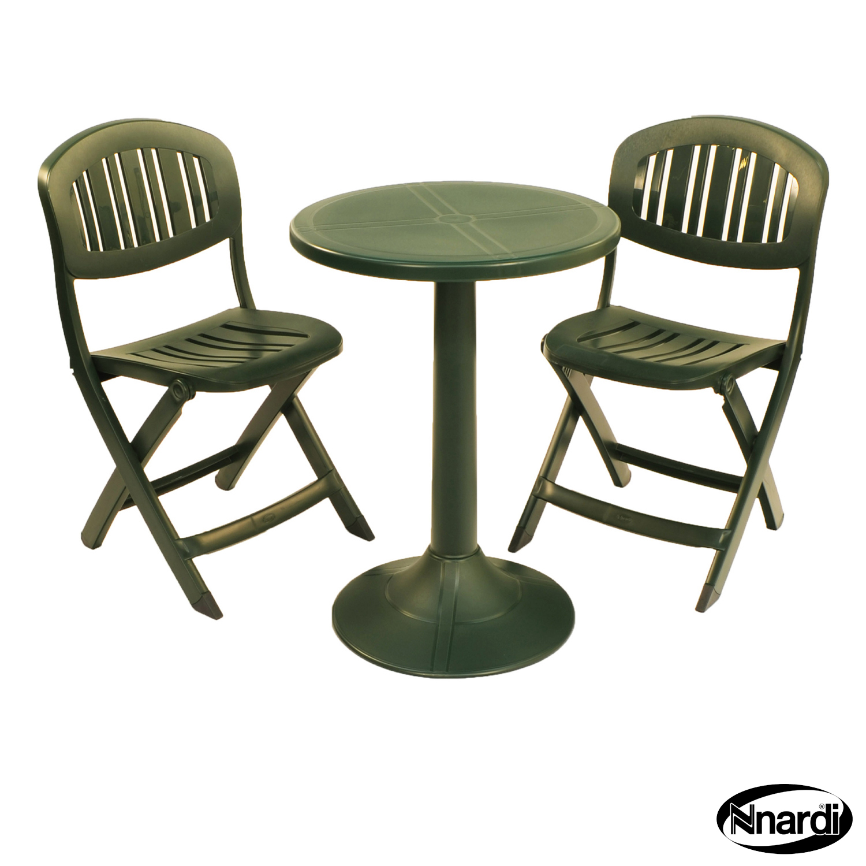 Green Tucano table the folding Capri chairs