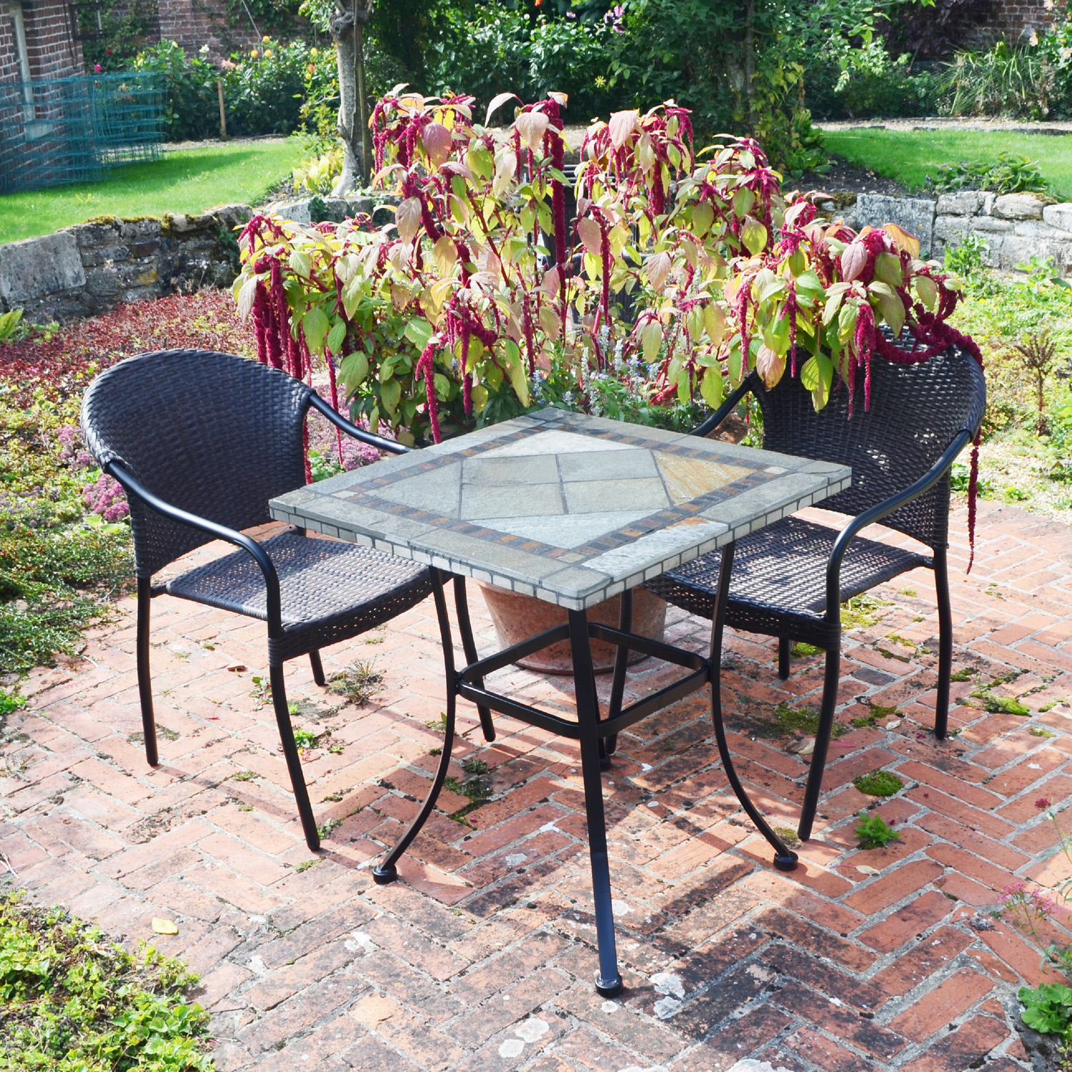 Vinaros table with 2 San Tropez chairs