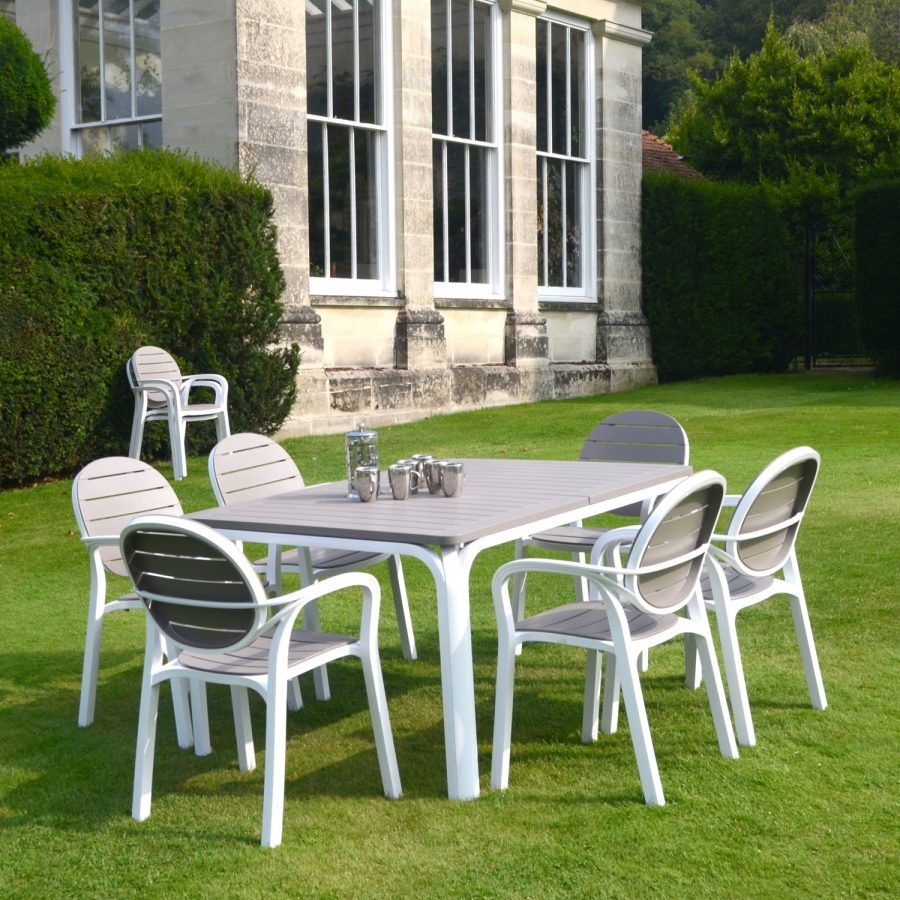 Alloro table with Palma chairs in white & Turtle Dove