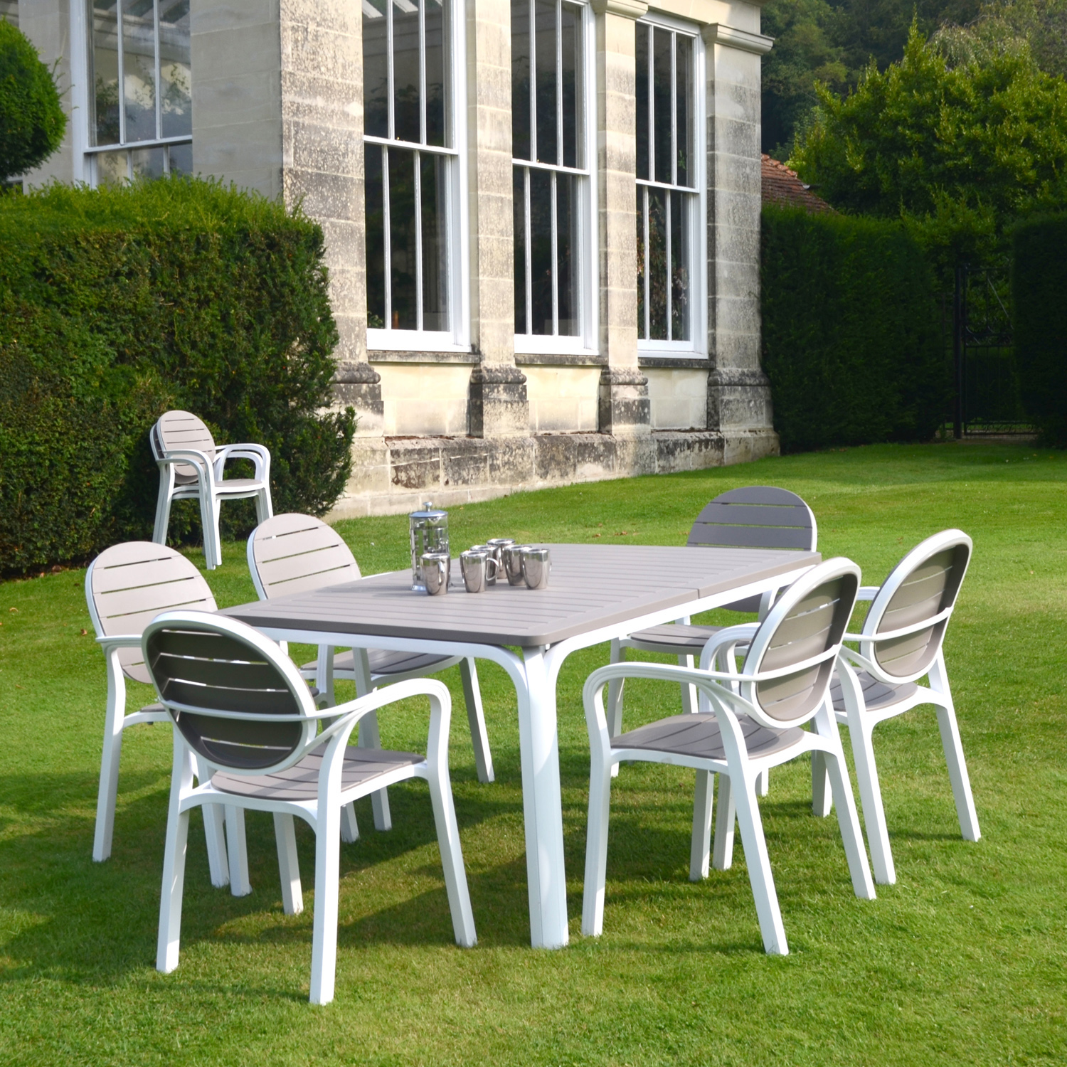 Turtle dove alloro standard with 06 turtle dove palma chairs for Plastic garden furniture