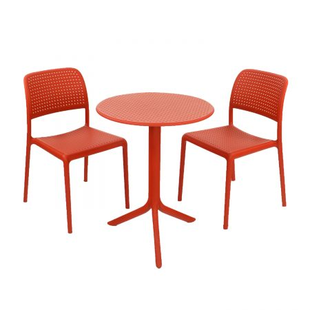 Step table with Bistrot chairs - red