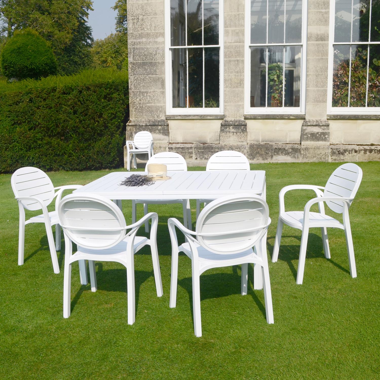 White Alloro Standard with 6 White Palma Chairs