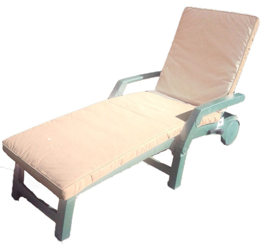 Designed to fit our Nettuno loungers this offers that essential bit of comfort when lounging for the whole afternoon, the cover can be removed and washed.