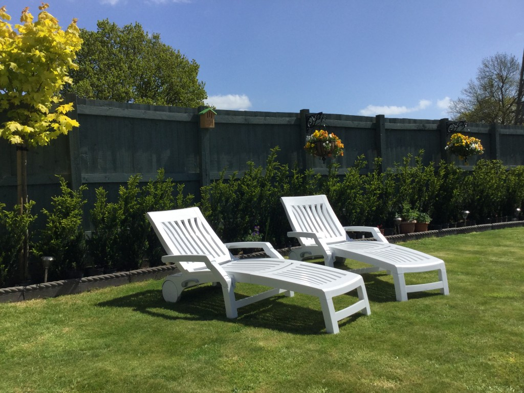 Our customers Nettuno sun loungers in their garden