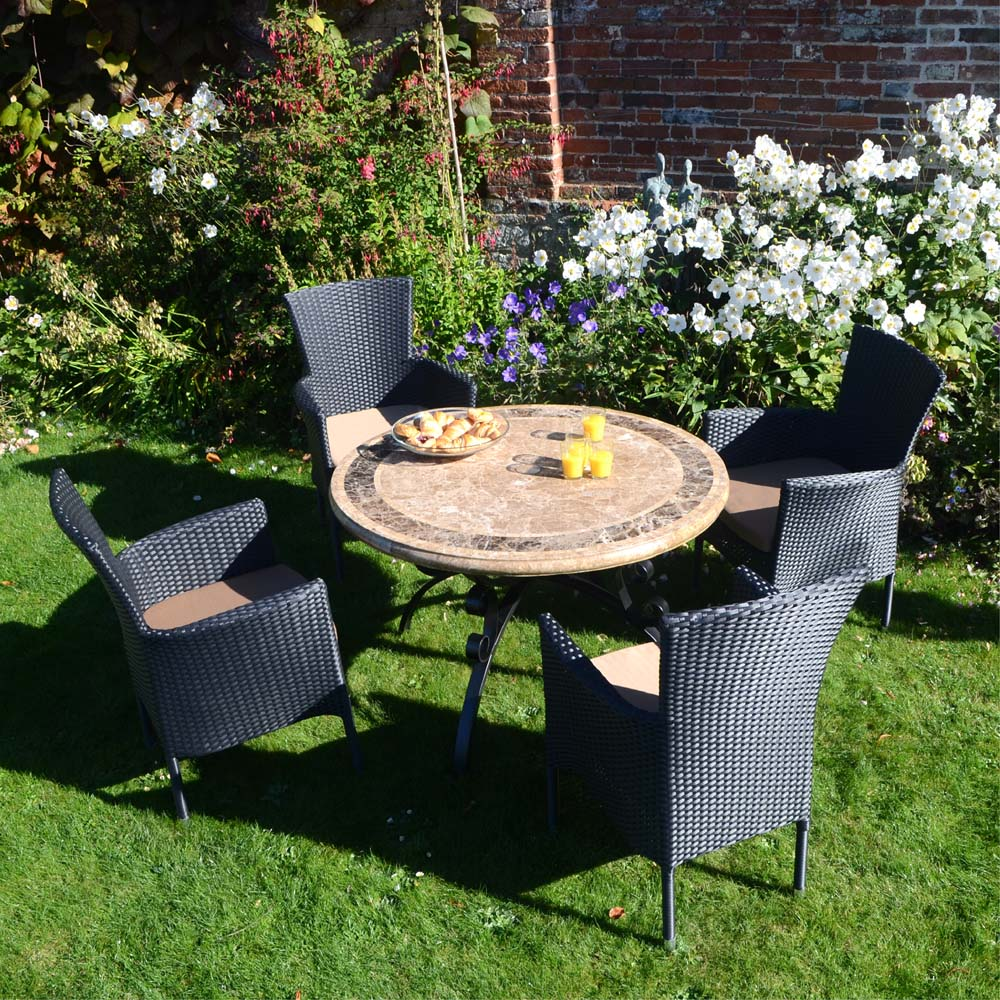 Monaco Standard with 4 black Stockholm Chairs