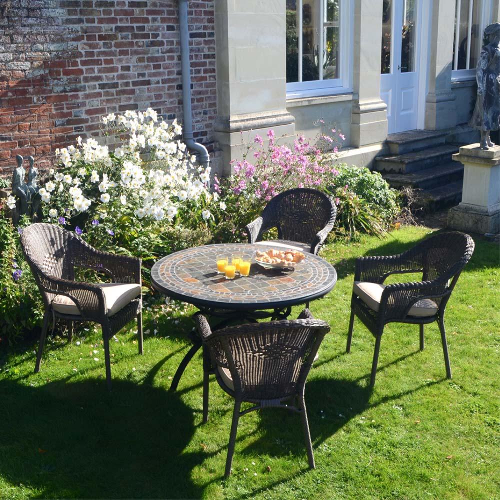 Santa Maria Table with 4 Bavaria Chairs