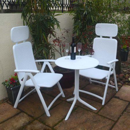 White Step Standard with 2 White AquaMarina Chairs