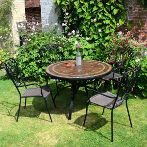 Santa Suzanna table with 4 Verona chairs