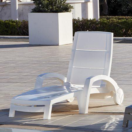 Ocean sunbed in white