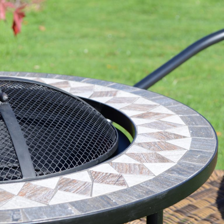 BRAVA FIRE PIT TALL OUTDOOR DETAIL 1