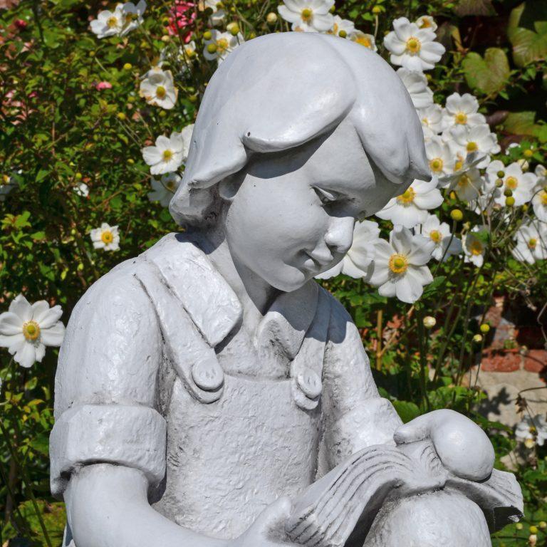 FINN READING BOY 88CM WHITE STONE EFFECT OUTDOOR DETAIL