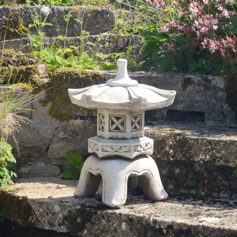 PAGODA LOW 40CM ANTIQUE STONE EFFECT OUTDOOR